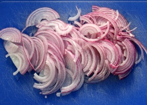 sliced-red-onions